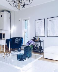 Living Room with Blue Accents – Room Design Living Room Ideas 2019, Blue Living Room Decor, Living Room Images, Living Room Grey, Living Room Interior, Living Room Designs, Shabby Chic Vintage, Pinterest Home, Beautiful Living Rooms