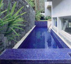 Esta piscina prova que, para quem gosta de nadar, qualquer espaço é o sufic...