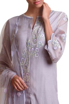 Ethnic Fashion, Indian Fashion, Sabyasachi Suits, Indian Tunic, Kurta Neck Design, Kurta Palazzo, Embroidery Suits Design, Ethnic Outfits, Pakistani Outfits