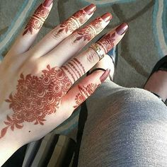 Mehndi designs are one of the authentic patterns and textures that the ladies of all ages are adored. Nowadays, mehndi is thought to be promising and take as a symbol of good fortune for the family in coming future. Finger Henna Designs, Simple Arabic Mehndi Designs, Henna Art Designs, Mehndi Designs 2018, Mehndi Designs For Girls, Stylish Mehndi Designs, Mehndi Designs For Beginners, Dulhan Mehndi Designs, Mehndi Design Pictures