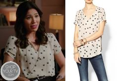 I often find myself really liking the style of Angela Montenegro (Michaela Conlin) from that TV show Bones