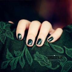 slytherin and painted nails Slytherin Pride, Slytherin House, Slytherin Aesthetic, Hogwarts Houses, Red Hood, Nail Polish Colors, Gel Nail Polish, Dark Green Nail Polish, Dark Green Nails