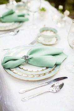 10 Ideas for Wedding Napkins A napkin tucked into a jeweled napkin holder adds elegance to a table setting. Via Seriously Sabrina Photography. Wedding Napkins, Wedding Table, Wedding Reception, Wedding Napkin Rings, Wedding Napkin Folding, Formal Wedding, Trendy Wedding, Wedding Mint Green, Gold Wedding