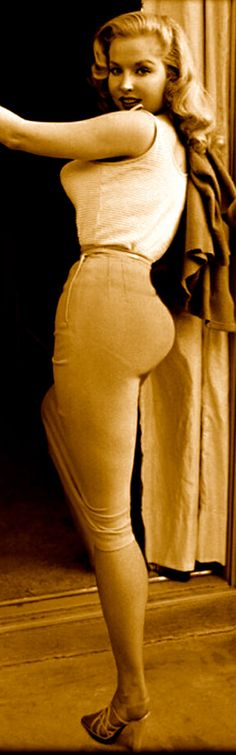 Betty Brosmer | so curvy and beautiful!