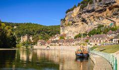 PERIGORD - FRANCE. Acheter dans le Périgord. Un tout petit peu de géographie, cela ne fera de mal à personne, parce que nou, on s'emmêle les pinceaux entre le Prérigord et la Dordogne. Et bien, c'est presque la même chose, le Périgord est l'ancien comté qui recouvrai l'actuelle Dordogne. plus simplement, c'est la région du Sud-Ouest où il fait très bon vivre.