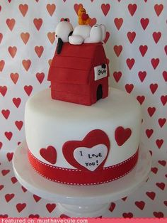 I love this Snoopy cake!!!!  Cake for Valentines Day or just someone you love.