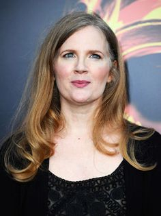 Suzanne Collins (love her Gregor-the-Overlander series. need to read Hunger Games. Suzanne Collins, Hunger Games Catching Fire, Hunger Games Trilogy, Cool Books, New Books, Happy Birthday To Us, Katniss Everdeen, The Hollywood Reporter, Celebs