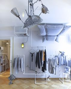 iDesignMe_Risk.-Made-in-Warsaw-Shop-by-smallna_4 http://idesignme.eu/2013/05/upside-down-living-room/ #interior #interiordesignideas #upsidedown #grey #shop  #Smallna #design #warsaw #Trends #grey