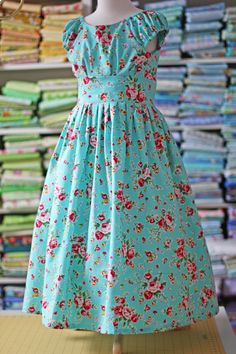Olabelhe: Olivia dress pattern.  Lightly ruched bodice, ruched cap sleeves, interfaced flat waistband, gathered skirt (must use a hoop or pettiskirt to hold its lovely shape)