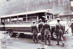 Atentados - Archivo Fortín Mapocho Cold War, Old Pictures, Warfare, Antique Cars, Classic Cars, Antiques, Vehicles, Vintage, The World