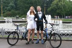 Cute wedding outfits #wedding #bicycles #bicyclewedding