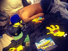 Rihanna Tweets Photo of Chris Brown Shirtless in Bed, Obviously