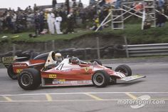 Gilles Villeneuve, Ferrari 312T2 passeert Jody Scheckter, Wolf Ford