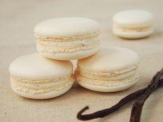 Macarons à la vanille - The Universe of Cake Ganache Macaron, Vanilla Ganache, Macaron Cake, Macaron Cookies, Cupcake Cakes, Macaron Thermomix, Buckwheat Cake, Macaroon Recipes, Sweets