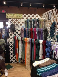 Craft booth scarf hangers with PVC pipes running through lattice. Market Stall Display, Vendor Displays, Flea Market Booth, Craft Fair Displays, Market Displays, Store Displays, Display Ideas, Booth Ideas, Booth Displays