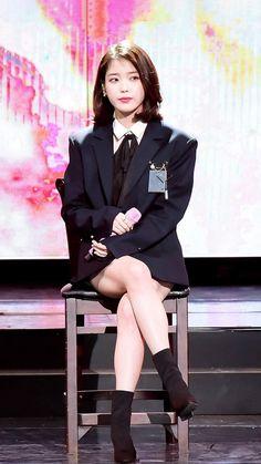 180214 IU on Gaon Chart Music Awards Getmebling. Iu Fashion, Korean Fashion, Korean Beauty, Asian Beauty, Asian Woman, Asian Girl, Cute Korean Girl, Korean Actresses, Korean Celebrities