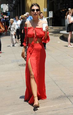 Emily-Ratajkowski-in-Red-Dress--26.jpg (1470×2310)