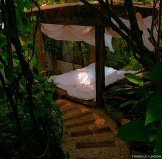 Jungle bedroom (how much do I love this??)