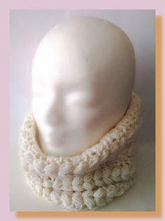 tour de cou femme au crochet fil à tricoter écru : Echarpe, foulard, cravate par chely-s-creation