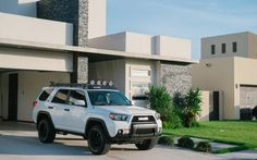 Toyota - So many things I like about this. It's clean, but has roof rack & lights, black wheels, old school Toyota Badge. Toyota 4runner Trd, Toyota 4x4, Toyota Trucks, 2011 4runner, Toyota Girl, Toyota Tundra, Suv Trucks, Jeep Truck, Lifted Trucks