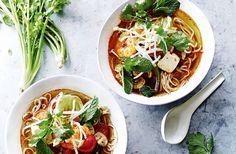 Wanneer je zin hebt in een frisse, gezonde maaltijd is deze Thaise tom yam de uitkomst! Boordevol groenten, garnalen en Aziatische smaken.
