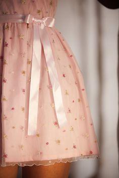 Vestido SORRENTO de  tul bordado y voile de algodón de INEZ DE VRIE Argentina. Tienda On Line www.inezdevrie.com.ar.