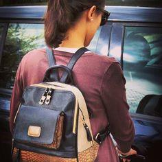 #hands#free usa #backpack y libera tus manos #thebackpack #nanodelarosa #outletgacela #bolsosazkona #last#styles #fashion #nosvemosenlastiendas estamos muy cerca de ti para asesorarte.