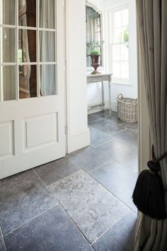 Milan Tumbled Tumbled Limestone is a beautiful and practical floor covering from Mandarin Stone.
