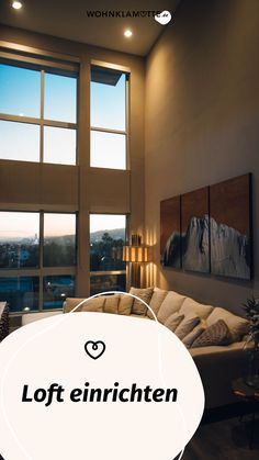 Ein Loft einrichten geht gar nicht so einfach! Wohnbereich, Bett, Küche und Schreibtisch in einem Raum? Wir zeigen Dir, wie Du mit verblüffenden Tricks und cleveren Ideen Deine Einzimmerwohnung in ein kreatives und funktionales Loft mit Flair verwandelst. Tricks, Industrial, Curtains, Home Decor, Dividing Wall, Big Sofas, One Room Flat, Repurposed, Living Area
