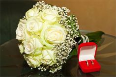 Classic bridal bouquet of ivory roses