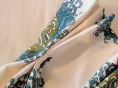 Good explanation of placement and how to stitch the pleats to hold shape// DIY by Design: How to Make Lined Pinch Pleat Drapes Pinch Pleat Curtains, Pleated Curtains, Lined Curtains, Drapes Curtains, Sheet Curtains, Drapes And Blinds, French Pleat, Velvet Drapes, French Curtains