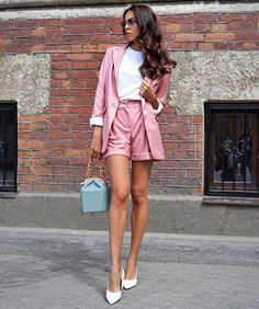 Daily Dress Me breaks down the weather forecast into style inspiration that actually makes sense. Look Blazer, Blazer And Shorts, Blazer Outfits, Casual Outfits, Work Shorts, Work Outfits, Rush Outfits, Casual Shorts, Blazer E Short
