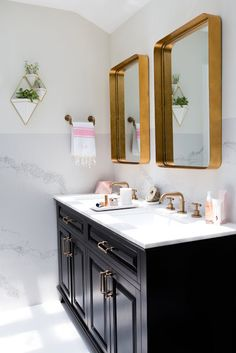 Bathroom Vanity Mirror Ideas New 35 Beautiful Bathroom Vanity Ideas Double Vanities Bathroom Mirror Design, Diy Vanity Mirror, Master Bathroom Vanity, Bathroom Mirror Lights, Vanity Design, Gold Bathroom, Bathroom Faucets, Bathroom Beadboard, Bathroom Canvas