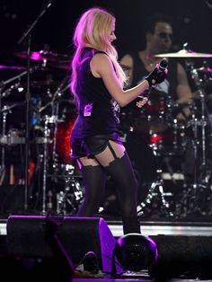 AVRIL LAVIGNE Perfoms on Her Tour in Los Angeles