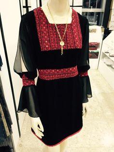 بلوزة تطريز فلاحي Simple Dresses, Casual Dresses, Fashion Dresses, Embroidery Fashion, Embroidery Dress, Sindhi Dress, Mode Abaya, Afghan Dresses, Sleeves Designs For Dresses