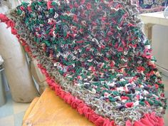 Proggy rag rug - from worn out clothes. Recycled Rugs, Recycled Crafts, Diy Crafts, Fabric Yarn, Fabric Scraps, Rug Hooking, Locker Hooking, Proddy Rugs, Homemade Rugs