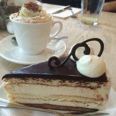 Mette blomsterberg Café