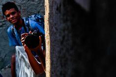 """O olhar individual sobre a comunidade da Rocinha poderá ser premiado noFotografe essa Ideia, concurso cultural promovido dia 23 de março, no Complexo Esportivo da Rocinha. O treinamento conta com o fotógrafo Thiago Diz e, quem quiser participar, basta comparecer ao Complexo, às 10h, com máquina fotográfica ou telefone celular com câmera.O projeto premiará as...<br /><a class=""""more-link""""…"""