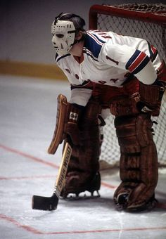 Goalie Ed Giacomin of the New York Rangers defends the net during an NHL game circa 1973 at the Madison Square Garden in New York New York Rangers Hockey, Hockey Goalie, Ice Hockey, Hockey Girls, Hockey Mom, Hockey Stuff, Olympic Icons, Olympic Games, Stars Hockey