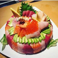 People Are Making Sushi Food Hybrids And It Is Bonkers Sushi Cake, Sushi Party, My Sushi, Sushi Food, Veggie Food, Cute Food, I Love Food, Yummy Food, Sweet Sushi