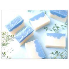 波のハーブ石けん。 ブルーマロウのハーブティー入りです。肌に効果があるパルマローザ精油の良い香りがしています。 #手作り石けん #石けん #ハンドメイド石けん #石けんづくり #石けん好きな人と繋がりたい #コールドプロセス製法 #soap #soapmaking #soaps #handmadesoaps #coldprocesssoaps #savon