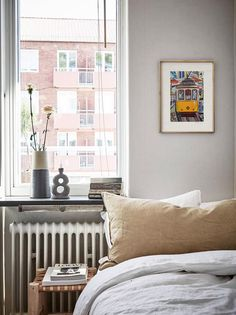 Warm Colour Palette, Warm Colors, Small Space Living Room, Small Spaces, Hygge Home, Small Studio, Minimalist Bedroom, Home Decor Bedroom, Bedroom Apartment