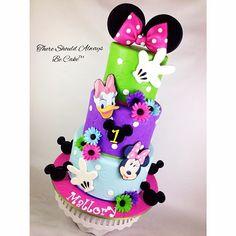 Instagram media thereshouldalwaysbecake - Minnie and Daisy Birthday Cake