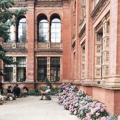 The hydrangea rows were just magnifiques!🌸🌿🌸🌿 #London #hortensias…