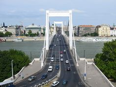 The Elisabeth Bridge (Erzsébet híd) is one of the main bridges over River Dunabe that connects the Buda and the Pest sides of Budapest. This is the right place to get a stunning view of