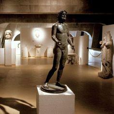vestiges romains - Lyon Lyon, Ballet Shoes, Dance Shoes, Trip Advisor, Statue, Architecture, Images, Heaven, France