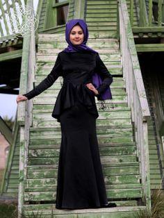 http://www.belginmoda.com/63423-01-Balik-Abiye,PR-2218.html Minel Aşk 63423-01 Balık Abiye Kumaş  : % 100 Polyester Manken : 38 Beden Ürün      :38 Beden Desen   : Sade Renk     : Siyah