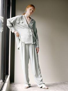 ステア(STAIR) 2019年リゾート(ウィメンズ)コレクション - 写真1 Spring Collection, Shirt Blouses, Catwalk, Duster Coat, Ready To Wear, Stairs, Street Style, Lady, Womens Fashion