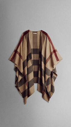 burberry check cashmere cape, looks so soft Estilo Fashion, Ideias Fashion, Diy Poncho, Mode Outfits, Winter Outfits, Mode Style, Style Me, Cashmere Cape, Cashmere Throw