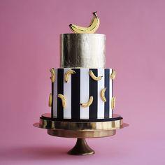 Banana cake ^ Tortik Annushka Moscow Wedding and celebration cakes Pastry school : https://tortik-annuchka.com/shop/item/1126/